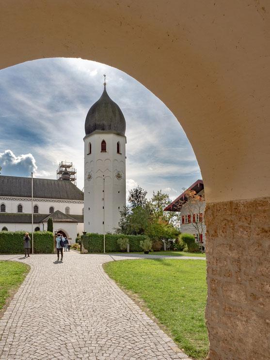 Der freistehende Glockenturm des Münsters