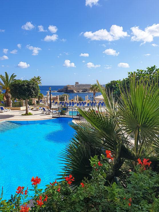 Die direkt an der St. George's Bay gelegene Hotelanlage war sehr gepflegt und bot durchweg einen schönen Ausblick.