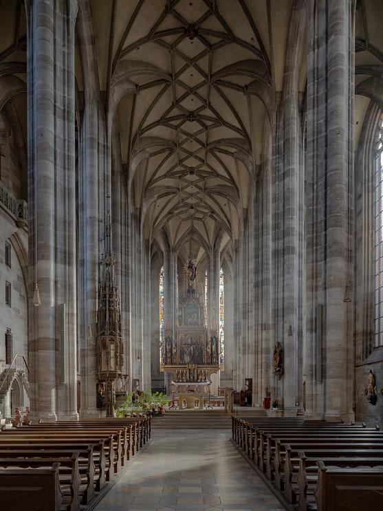 Das Hauptschiff des Münsters St. Georg