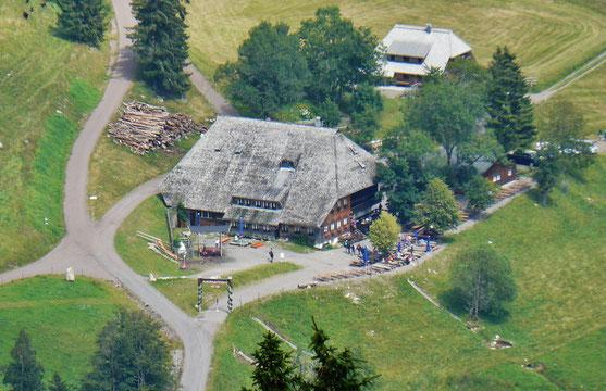 德國的黑森林內,隨處都有這樣的農莊 (圖:qwesy qwesy)
