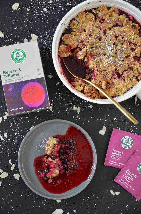 Die perfekte Kombination: Tee in einer heißen Süßspeise mit den passenden Früchten der Saison.