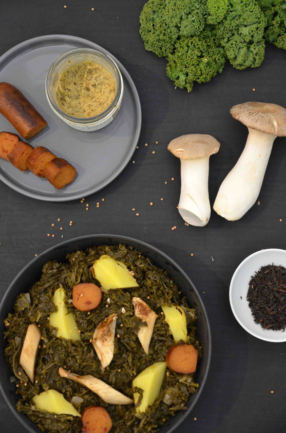 Das perfekte Wintergericht in Hamburg: Traditioneller Grünkohl - dafür gibt es sogar organisierte Grünkohl-Touren mit gemeinschaftlichem Wandern und anschließendem, wärmendem Essen.