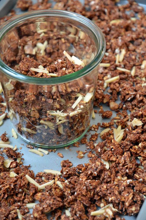 Schokoladen-Granola zu backen ist kaum Aufwand, wie Judiths Rezept deutlich zeigt.