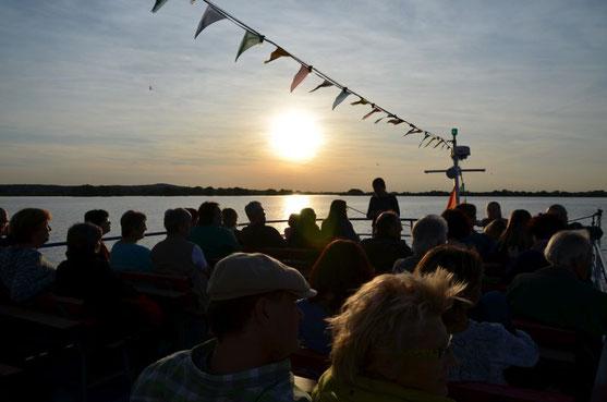 Kurz vor Sonnenuntergang bei der Vollmondsschiffstour