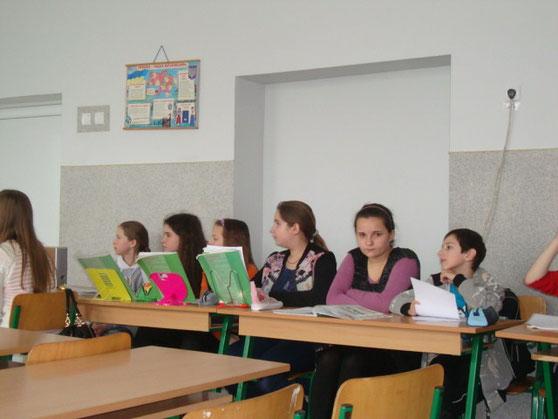 Учні 6-Б класу показали гостям свої знання англійської мови