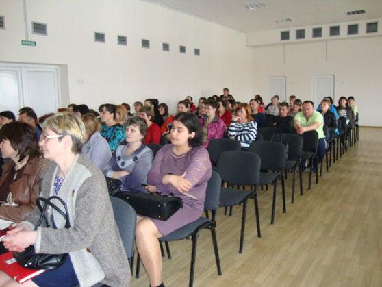 Присутні на зборах класні керівники, вчителі і батьки