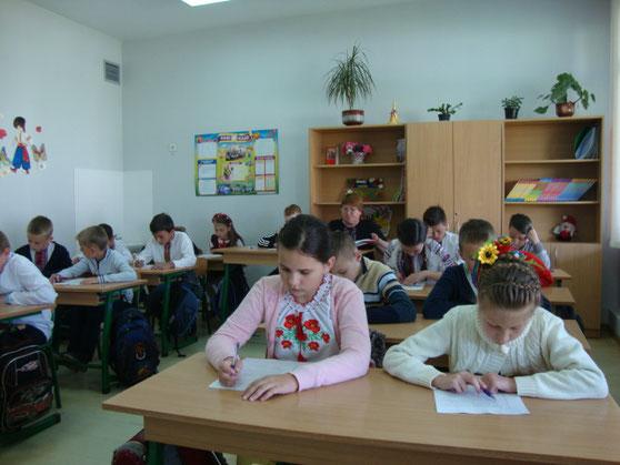 Іспит з української мови здає 4-Б клас