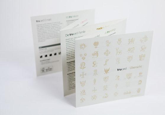 Erweiterbare Musterbox für die Kartone der Marke Trucard zum Anfassen und direktem Vergleichen – partiell veredelt und gedruckt mit Sonderfarben.