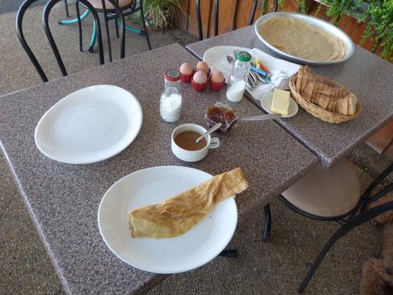 Pfannkuchen zum Frühstück, ungewöhnlich aber gut