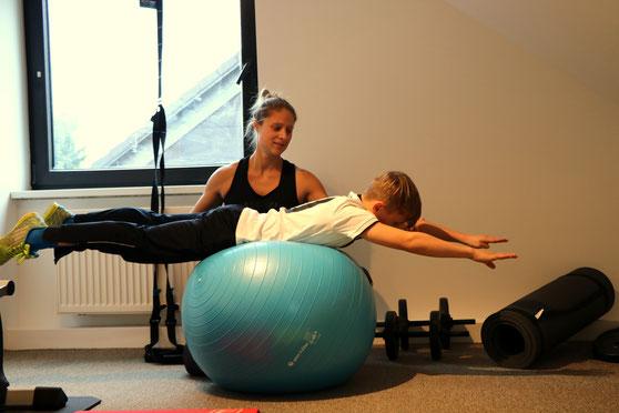 Gemeinsames Training im Sportraum