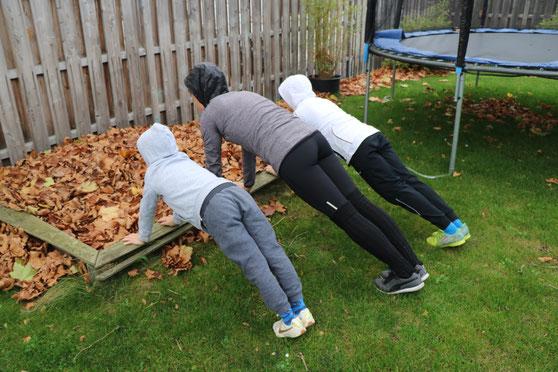 Beim Sporteln im Garten