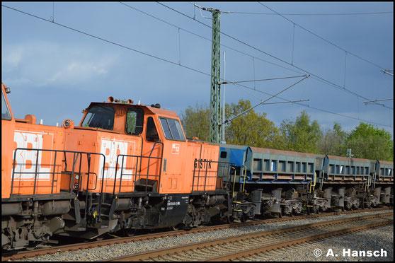 Am 9. Mai 2017 hat 214 024-2 (BBL Lok 13) hinter 214 025-9 (BBL Lok 14) den DGS 94532 (Plauen - Senftenberg) am Haken. Hier ist die Fuhre in Chemnitz-Furth gen Mittweida fahrend zu sehen