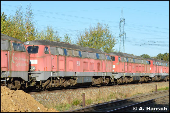 Am 17. Oktober 2017 wird die Lok, gemeinsam mit 4 Schwestermaschinen, zum Verwerter nach Espenhain überführt (hier zu sehen in Wittgensdorf ob. Bf.). In Böhlen-Werke musste die Lok wegen eines Schadens aus dem Zug genommen werden