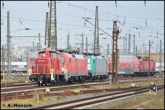 363 666-9 gehört der Railsystems RP GmbH. Am 2. Januar 2016 rangiert sie in Leipzig Hbf. eine BR 182 und eine BR E 186 von ITL