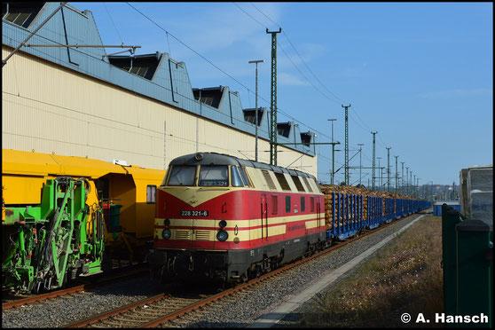Mit 1400t Stammholz am Haken ruht die Lok am 18. April 2020 in Chemnitz Hbf.
