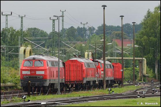 225 133-8 der SaarMoselRail GmbH holt am 28. August 2021 3 Loks aus dem Chemnitzer Stillstandsmanagement. Am AW Chemnitz konnte der zusammengestellte Lokzug fotografiert werden