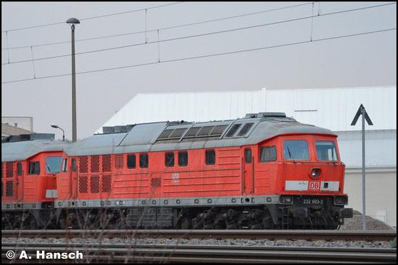 Am 21. Februar 2019 steht die Lok, gemeinsam mit 232 426-7 am AW Chemnitz zum Abtransport bereit. Sie wird zur HU nach Lettland gehen