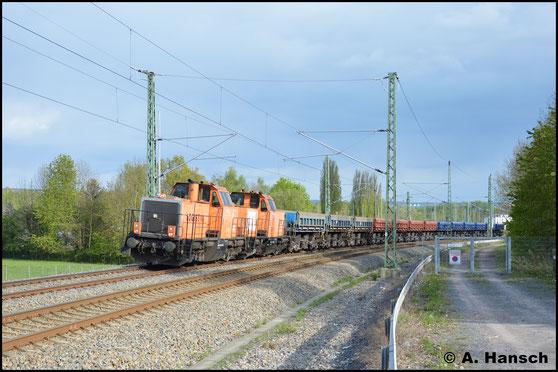 Am 9. Mai 2017 hat 214 025-9 (BBL Lok 14) vor 214 024-2 (BBL Lok 13) den DGS 94532 (Plauen - Senftenberg) am Haken. Hier ist die Fuhre in Chemnitz-Furth gen Mittweida fahrend zu sehen