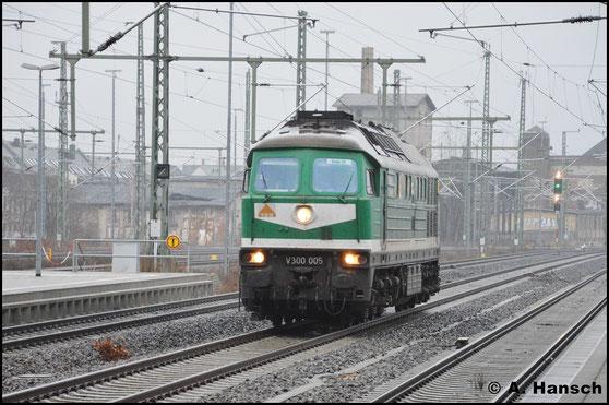 Am 14. Dezember 2016 gehört die Lok längst der SBW. Als Lz fährt sie hier in den Chemnitzer Hbf. ein