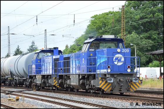 Gemeinsam mit Schwesterlok 275 013-1 (InfraLeuna 210) durchfährt 275 012-3 (InfraLeuna 209) Leipzig-Wiederitzsch mit einem Kesselzug nach Hartmannsdorf