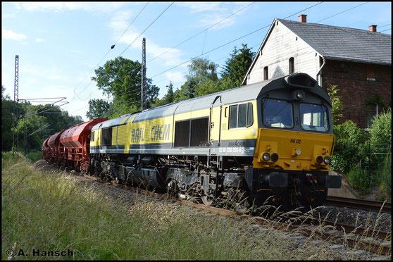 Am 19. Juni 2016 konnte ich 266 030-6 (Rail4Chem 66 02) am ehem. Abzw. Furth in Richtung Chemnitz Hbf. mit einem Düngerzug auf Fotobannen