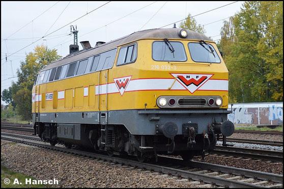 216 032-3 ist für Wiebe im Einsatz. Als Lz rollt die Lok am 19. Oktober 2015 durch Leipzig-Thekla