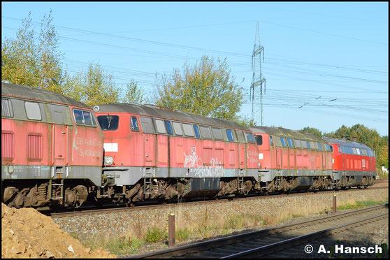 Am 17. Oktober 2017 wird die Lok, gemeinsam mit 4 Schwestermaschinen, zum Verwerter nach Espenhain überführt (hier zu sehen in Wittgensdorf ob. Bf.). 218 390-3 (MEG 304) und Bremslok 218 467-9 (MEG 305) befeuerten den Zug