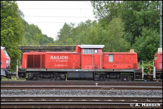 290 625-3 ist eine von 13 Loks, die am 24. Juni 2018 in einem Lokzug das Stillstandsmanagement Chemnitz erreichen. Zuvor waren sie in Hamm abgestellt