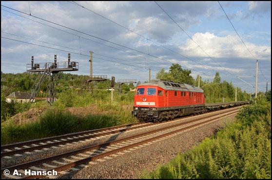 Am 22. Juli 2017 war 232 280-8 eine der letzten Ludmillas mit alten Lüftern bei der DB. Entsprechend war ein Bild Pflicht. Laut dröhend zieht sie den Leermilitärzug M 62595 durch Chemnitz-Hilbersdorf gen Marienberg