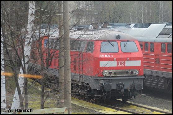 225 805-1 wurde, wenn dies auch an den Lokfrontseiten nie geändert wurde, am 14.03.2011 wieder in 218 005-7 (wie anfangs ausgeliefert) umgezeichnet. Am 10. April 2016 steht sie z-gestellt im AW Chemnitz