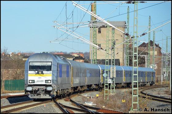 223 055-5 fährt am 24. Dezember 2015 mit ihrer MRB-Garnitur als RE6 von und nach Leipzig Hbf. in Chemnitz Hbf. ein