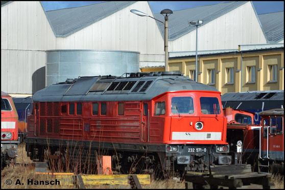 232 571-0 besitzt als eine von wenigen bei der DB noch die alten Kühlerlüfter. Am 12. Februar 2019 steht die Lok im Werk Cottbus