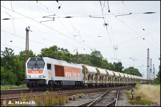 Mit einem unglaublichen 47 Wagen-Getreidezug (voll!) durchfährt 264 012-6 (Hvle V490.2) am 26. Juni 2017 Leipzig-Wiederitzsch