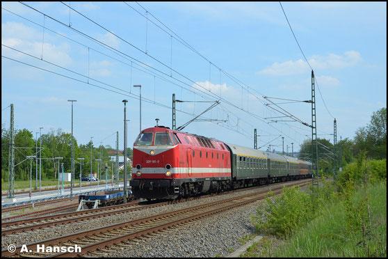 Auch am 23. Mai 2019 ist die Lok mit einem Leerreisezug in Chemnitz zu sehen. Beim Sprint aus dem Hbf. in die Further Steigung konnte ich ein Bild der Fuhre anfertigen
