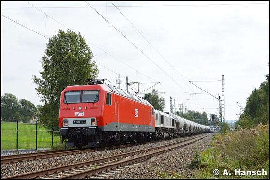 156 001-0 hat am 28. September 2016 Vorspann vor 266 442-3. Gemeinsam befördern sie den Leerzementzug Dgs 88982 von Regensburg nach Rüdersdorf. In Chemnitz-Furth erwischte ich die Fuhre
