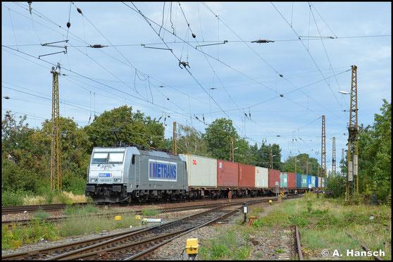 Auch 386 028-5 transportiert hauptberuflich Container. Am 2. September 2020 sehe ich sie mit einem Zug in Leipzig-Wiederitzsch