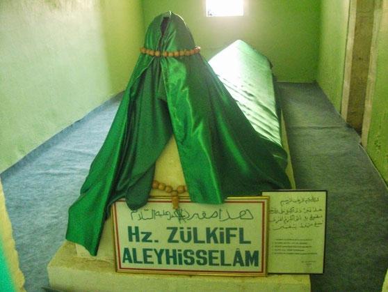 Zulkifl (Dhul-Kifl) - Alayhi Salam [Türkei, Diyarbekir] (altes Grabplatz vor dem umzug) 1