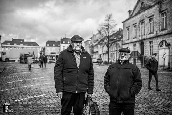 Cours tourné fortement vers la photographie avec belle expo de grandes photos développées à Bruxelles