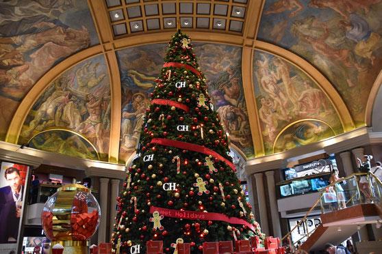 Weihnachtsbaum in den Galerías Pacífico in Buenos Aires