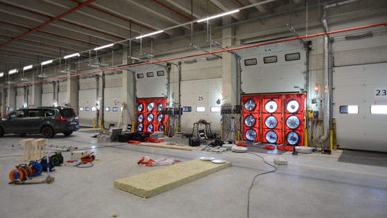 DHL Logistikzentrum Gewerbe Industrie BlowerDoor