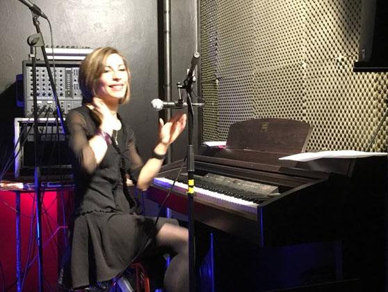 Premiers pas sur scène au piano wahou ça fout la pression et un gros kiff aussi !!