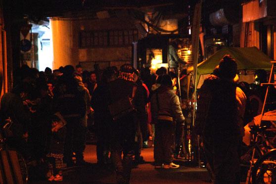 昨年2月の同イベントの一コマ。会場周辺の高架下は盛況で喫煙者もたくさんいたが、吸い殻やゴミは、皆無だった