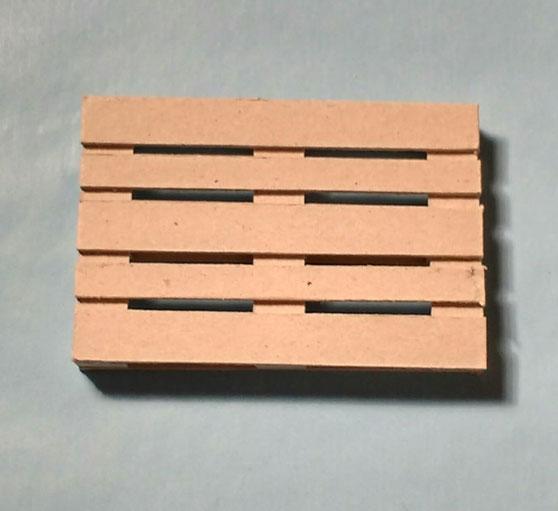 Miniatur-Palette für den Puppenhausgarten basteln