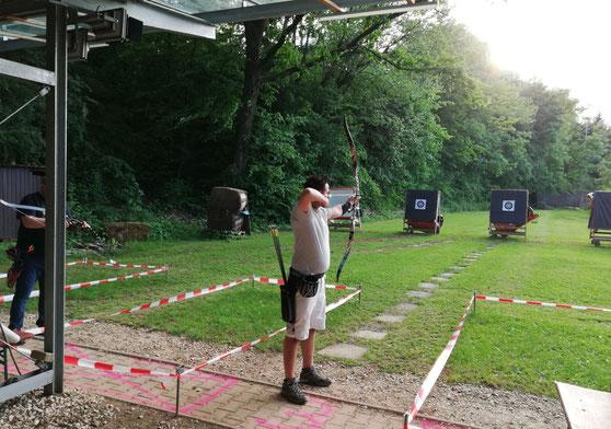 Esslinger Bogenschütze auf der Bogenwiese der Schützengesellschaft Esslingen