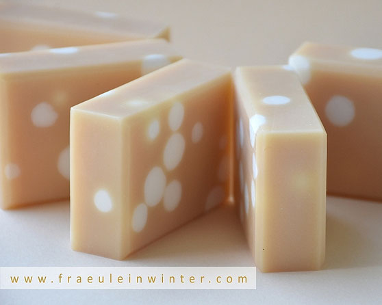 Getupfte Seife durch Einleger | Homemade Soap by Fräulein Winter