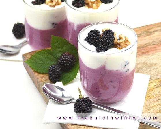 Joghurt mit Brombeeren | Fraeulein Winter