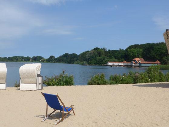Blick auf die alte Badeanstalt im Eutiner See