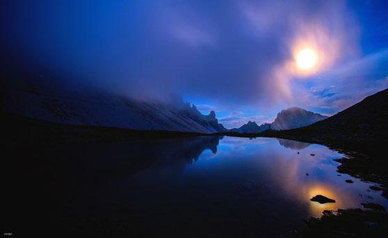 Winterlandschaft bei Vollmond um 3 uhr in der Nacht