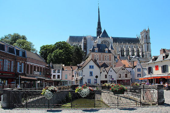 Cathédrale Notre-Dame d'Amiens vue depuis la Place du Don (source: Jean-Pol GRANDMONT)