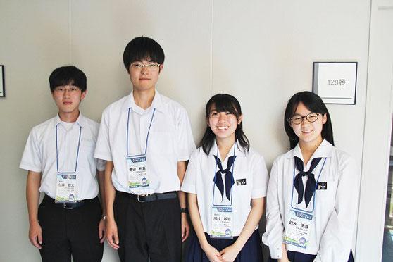 左から 佐藤悠太くん、櫻田裕真くん、川村綾音さん、鈴木天音さん(3年)